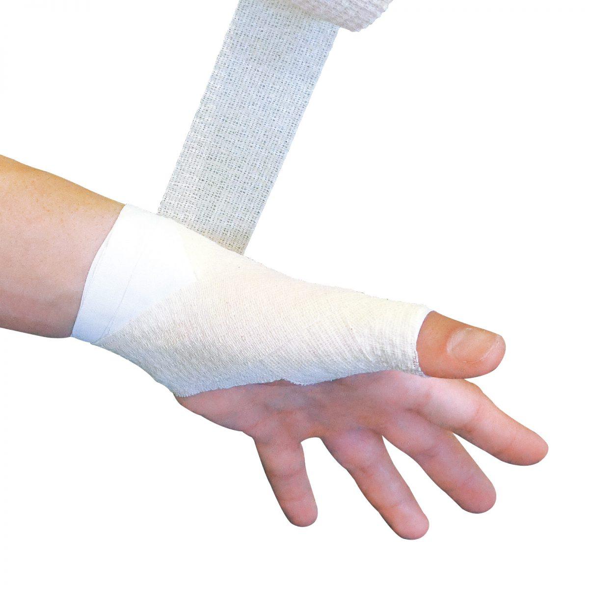 親指と手首を しっかり固定する