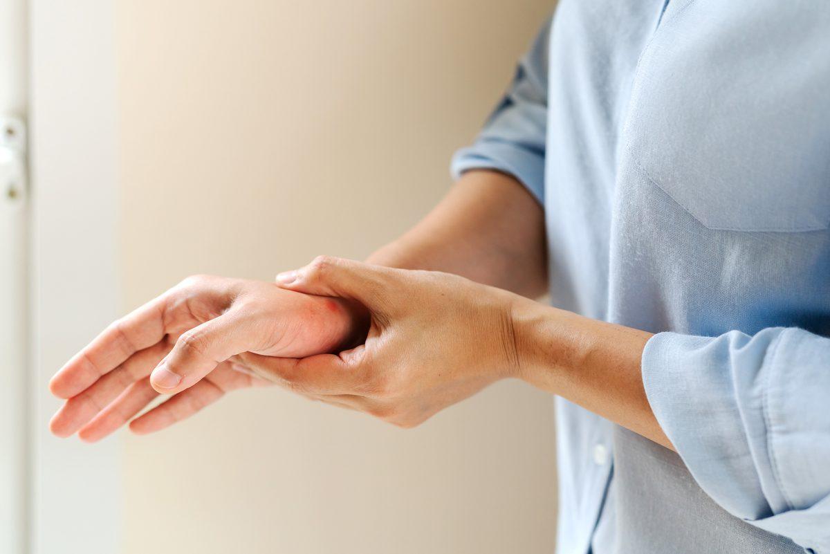 付け根 親指 手の親指の付け根が痛い!気になる5つの原因を紹介